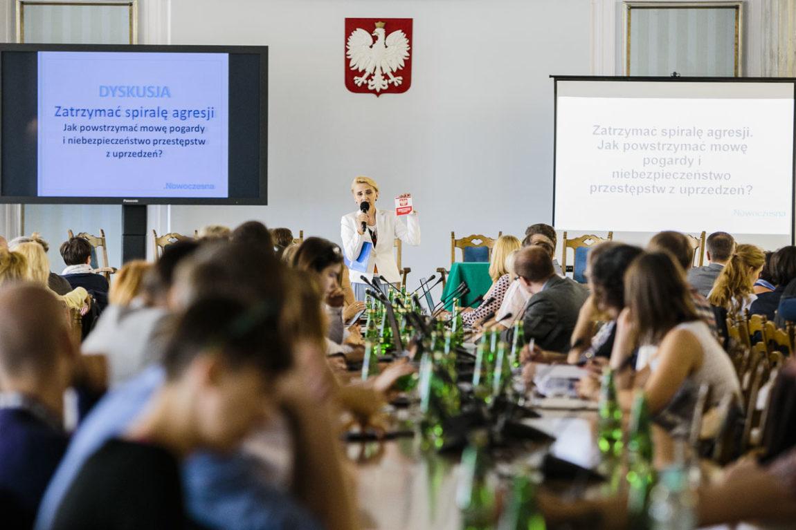 Zatrzymać spiralę agresji. Jak powstrzymać mowę pogardy i niebezpieczeństwo przestępstw z uprzedzeń? Sejmowa debata Nowoczesnej i NGO