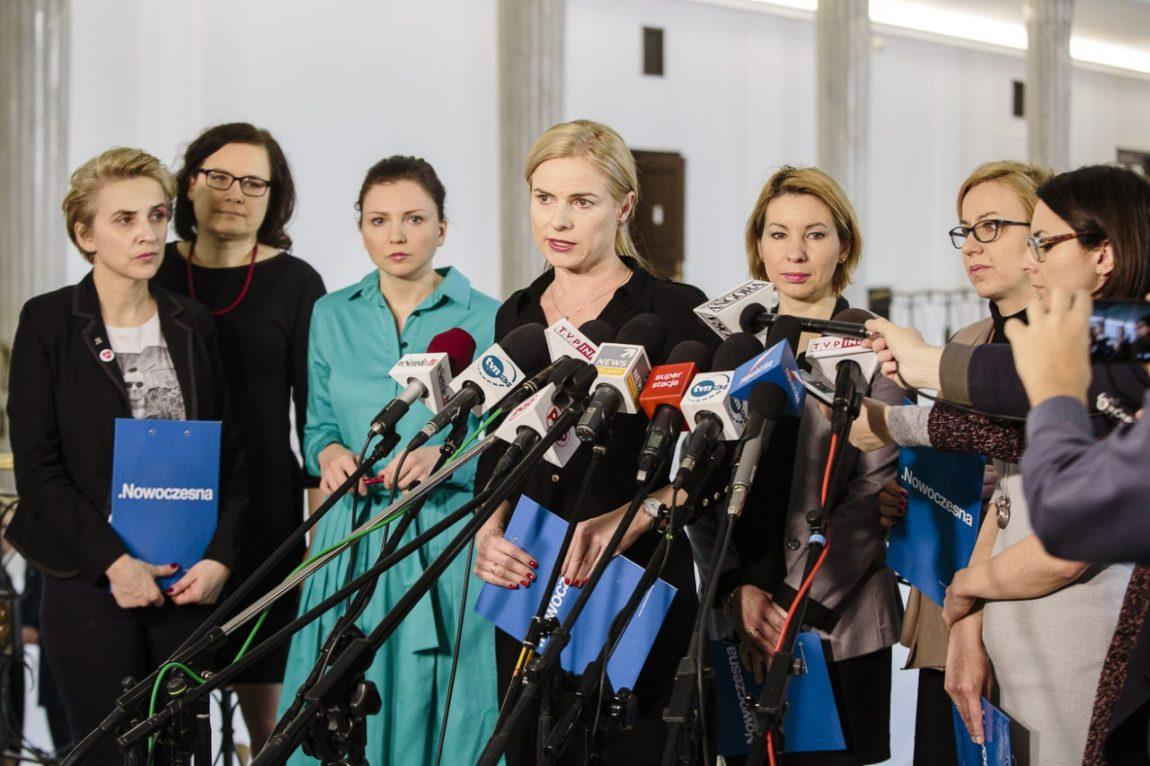 """Posłanki Nowoczesnej oburzone słowami ministra zdrowia o pigułce """"dzień po"""" dla zgwałconej kobiety"""