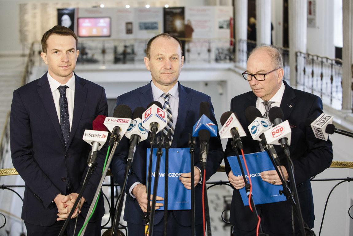Nowoczesna: Macierewicz to nie jest polityk poważny. Powinien odejść.
