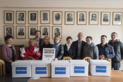 Nowoczesna złożyła zebrane podpisy pod wnioskiem o referendum szkolne i kontynuuje akcję