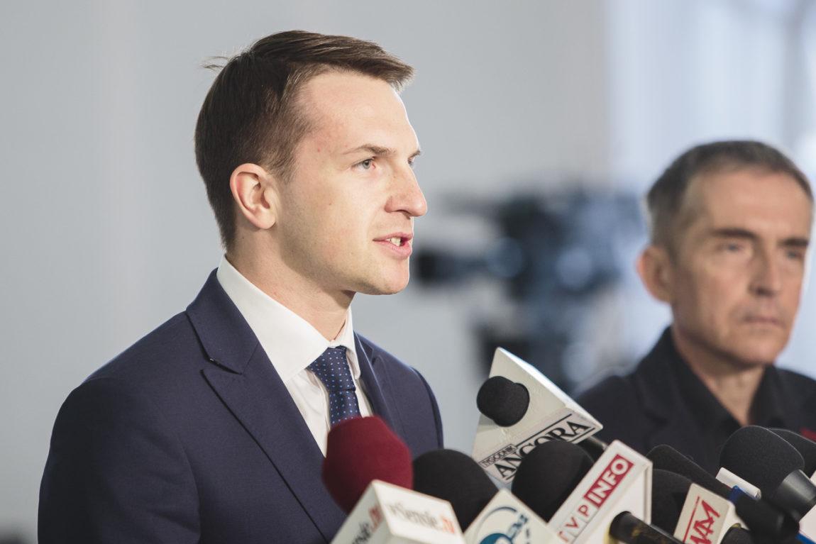 Adam Szłapka: Premier Morawiecki łasi się do Orbana.
