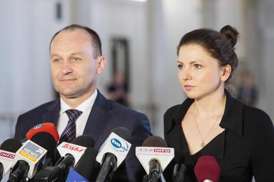 Premier Szydło przed Komisję Etyki za naganne słowa o uchodźcach