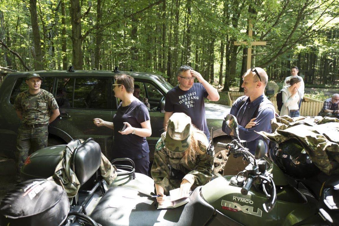 Posłowie Nowoczesnej w Puszczy Białowiejskiej. Przez ponad godzinę Straż Leśnia i Straż Graniczna potwierdzały ich tożsamość.