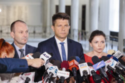 Komisja dała Polsce miesiąc na uporządkowanie spraw związanych z sądownictwem