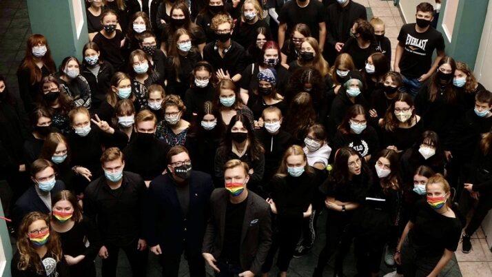 Uczniowie w całej Polsce przyłączają się do akcji #PogrzebOświaty #CzarnyTydzień